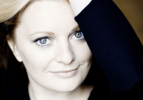 LUCY CROWE – Soprano